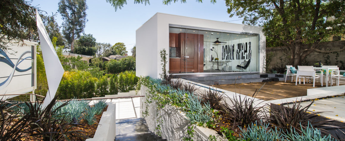 5-Brentwood-CA-Kearsarge-Guest-House-NE-View-1600x1000-1100x450.jpg