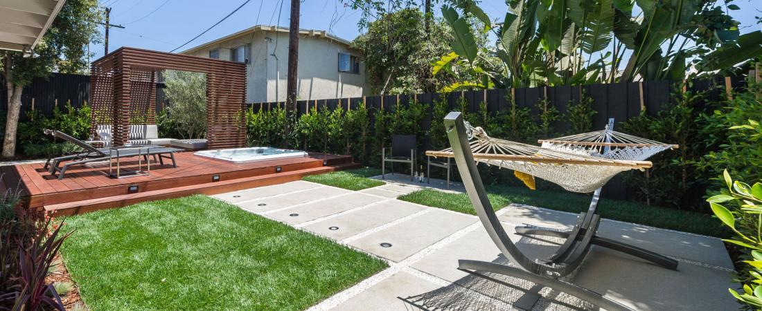 7-Brentwood-CA-Joffre-Residence-Hammock-Area-to-Deck-Trellis-1800x1054-1100x450.jpg