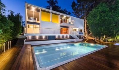Backyard sized deck with pool in Brentwood, Los Angeles
