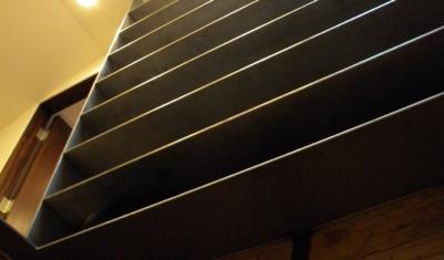 attic-staircase-ladder-in-attic-view-DSCN7232-400x235.jpg
