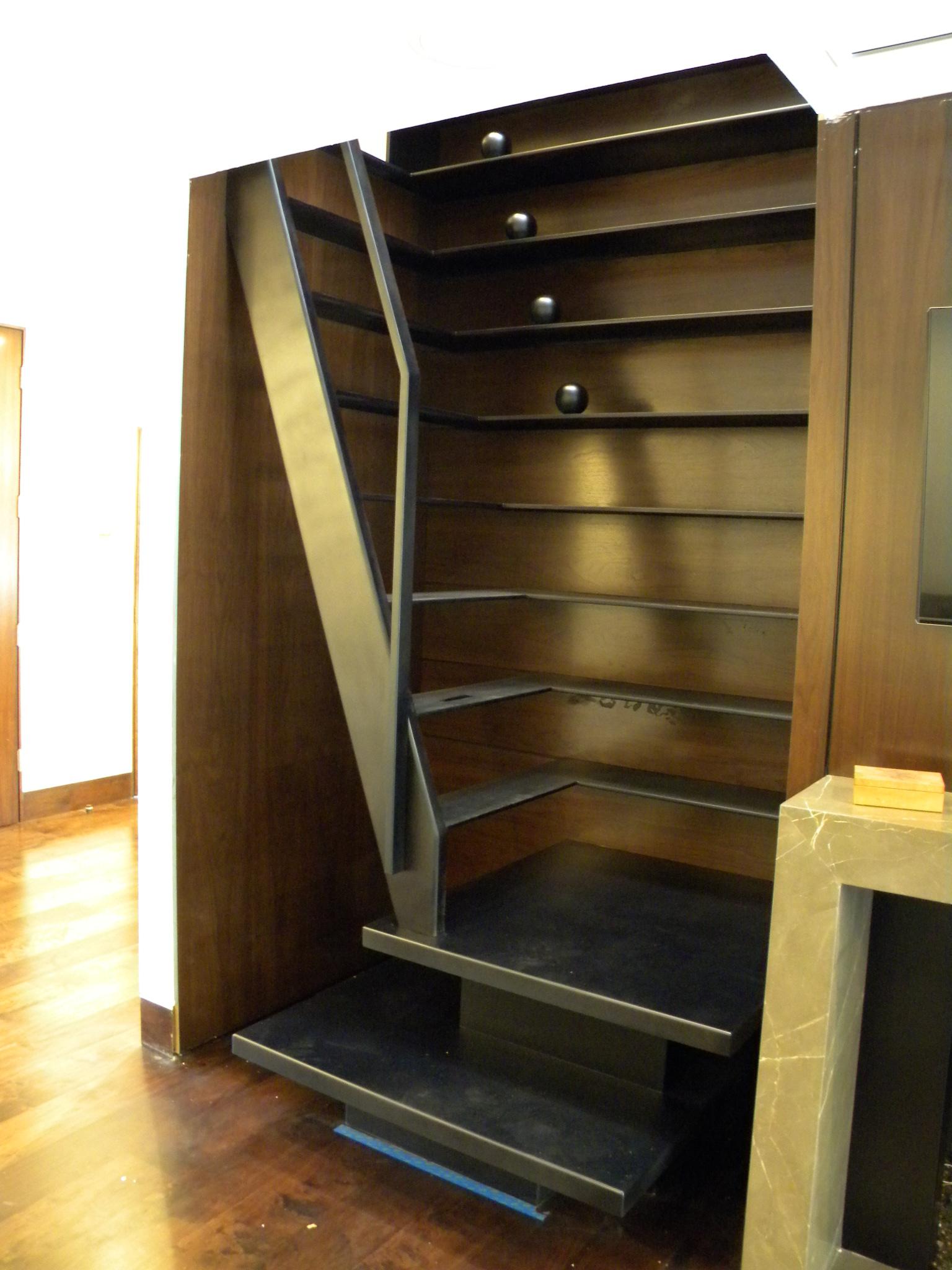 under-construction-ladder-staircase-DSCN7299.jpg